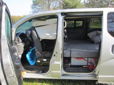 Nissan Nv200 Camper >> Bett im Nissan Evalia - 2 Erwachsene + Kind + Hund - Frimie.de